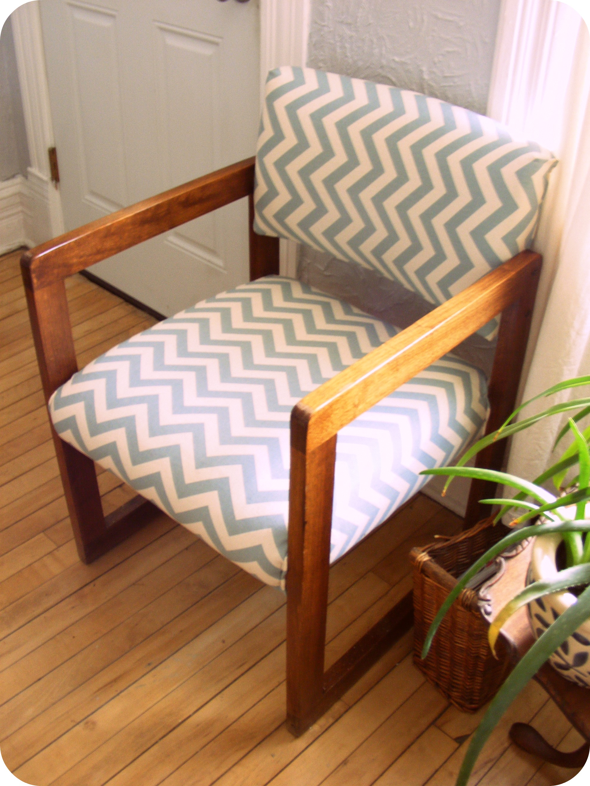 fabric for reapolstering kitchen chairs
